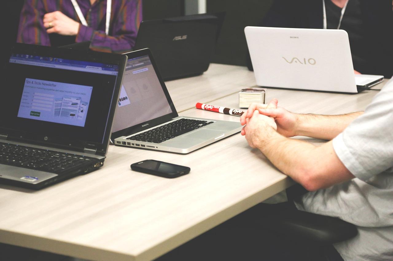 Hvordan hindre videresending av et møte i Outlook
