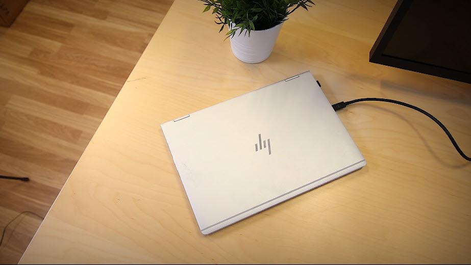 Unboxing HP Z43 42,5-tommers 4K UHD-skjerm bilde 12