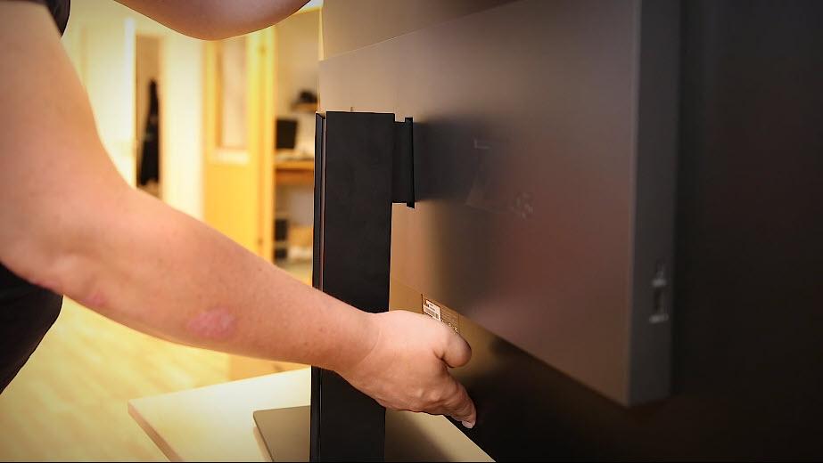 Unboxing HP Z43 42,5-tommers 4K UHD-skjerm bilde 3