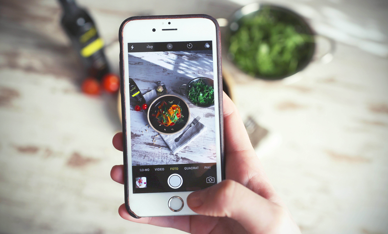 Slik deler du og sender bilder fra en iPhone