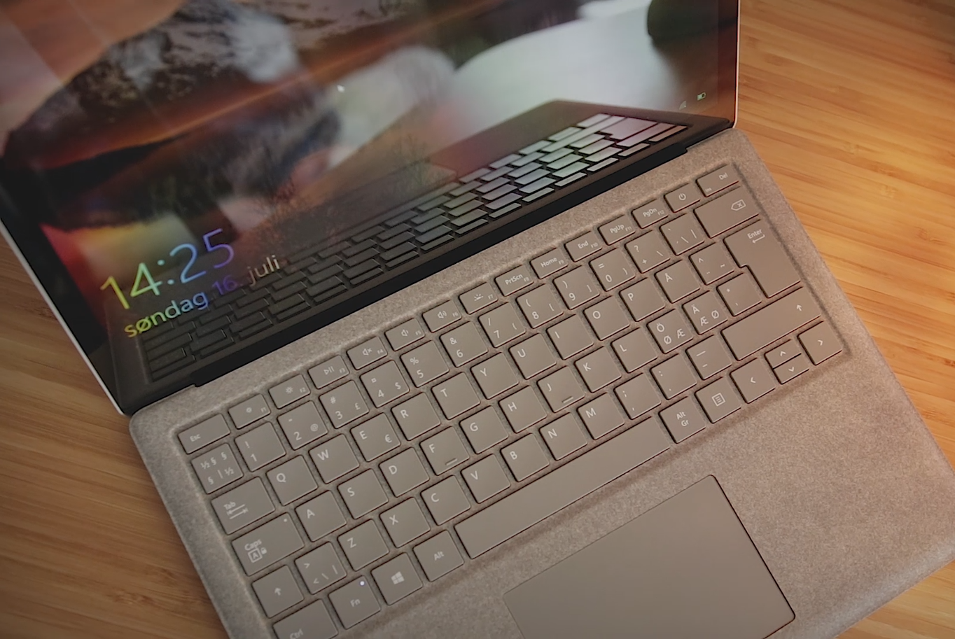 Unboxing og test av Microsoft Surface Laptop